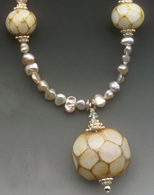 Queen's Pearl - Necklace